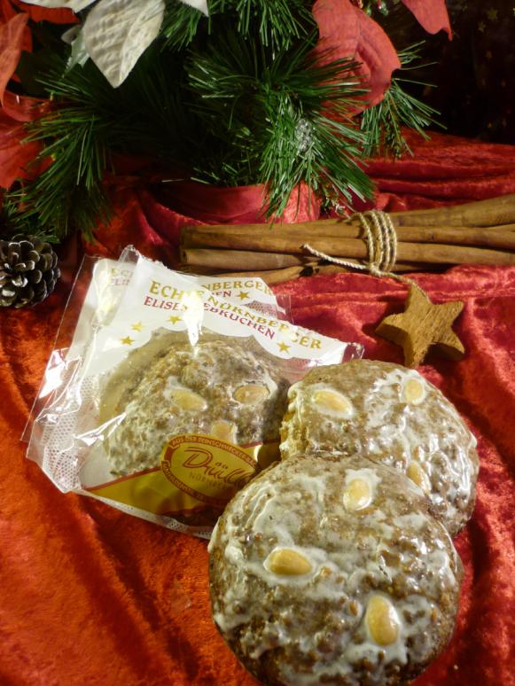 1 Elisenlebkuchen mit Zuckerglasur und Mandeln