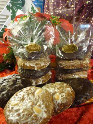 5 Elisen gemischt mit Zuckerglasur und dunkler Schokolade.g.g.A